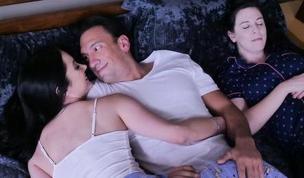 Порно Инцест Отчим Трахает Дочь